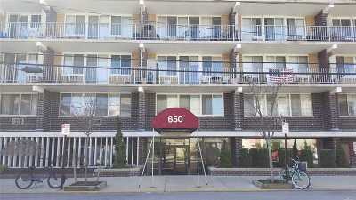 Long Beach Condo/Townhouse For Sale: 650 Shore Rd #5K
