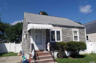 Valley Stream Single Family Home For Sale: 83 Nottingham Ave