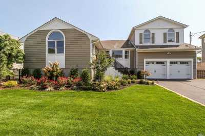 Massapequa Single Family Home For Sale: 25 Seabreeze Rd
