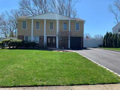 Commack Single Family Home For Sale: 32 Wesleyan Rd