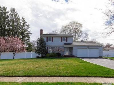 Smithtown Single Family Home For Sale: 17 Tiffany Ln