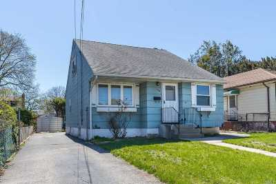 Uniondale Single Family Home For Sale: 700 Lafayette Ave
