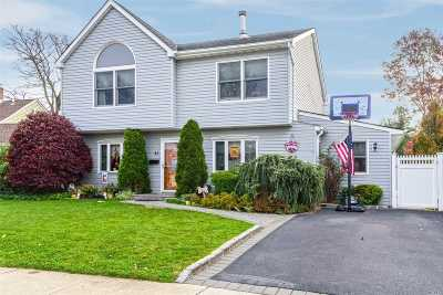 Levittown Single Family Home For Sale: 43 Primrose Ln