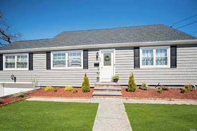 Lindenhurst Single Family Home For Sale: 695 S 4th St