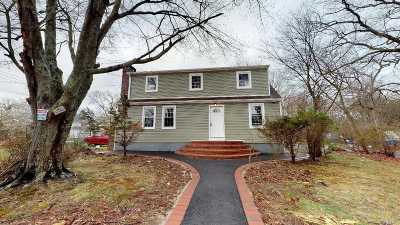 Medford Single Family Home For Sale: 2 Beach Ln
