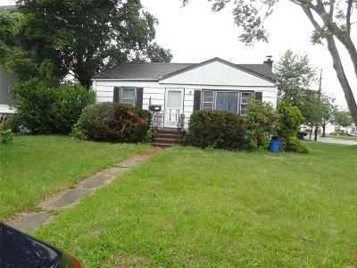 W. Babylon Single Family Home For Sale: 500 Herzel Blvd