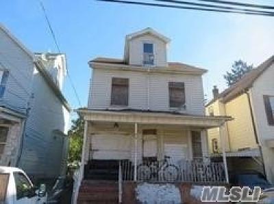 Hempstead Single Family Home For Sale: 130 Terrace Ave