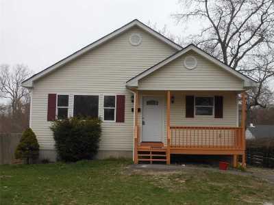 Mastic Beach Single Family Home For Sale: 157 Wavecrest Dr