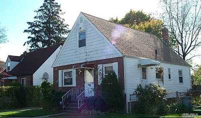 Nassau County Single Family Home For Sale: 486 Cooper Ct