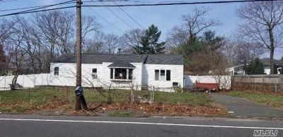 Patchogue Single Family Home For Sale: 860 N Ocean Ave
