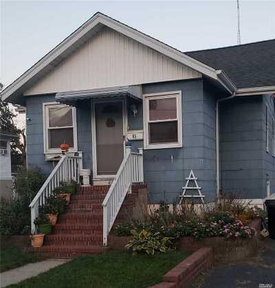 Freeport Single Family Home For Sale: 65 Gordon Pl