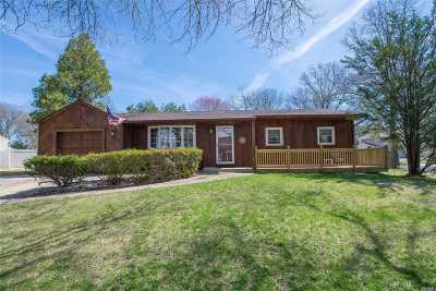 Dix Hills Single Family Home For Sale: 2 Mehan Ln