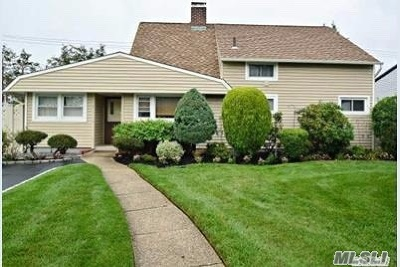 Levittown Single Family Home For Sale: 14 Grassy Ln