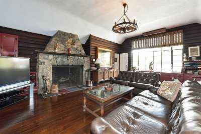 Nassau County Single Family Home For Sale: 44 Deepdale Dr