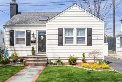 Carle Place NY Single Family Home For Sale: $429,900