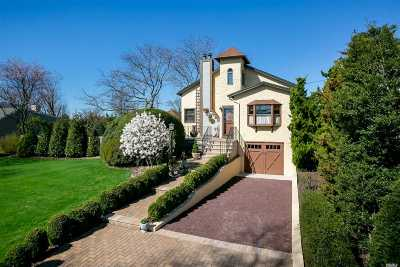 West Islip Single Family Home For Sale: 188 Eaton Ln