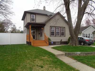 Bay Shore Single Family Home For Sale: 33 Redington St