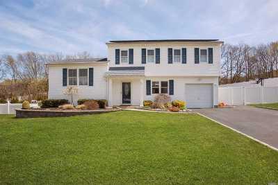 Farmingville Single Family Home For Sale: 51 Roberta Ave