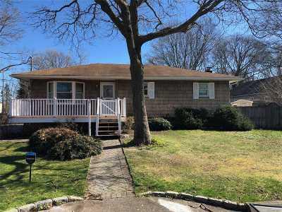 Shirley Single Family Home For Sale: 16 Cedarwood Dr