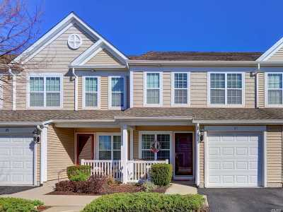 Massapequa Condo/Townhouse For Sale: 21 Southampton Dr