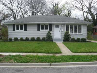 W. Hempstead Single Family Home For Sale: 931 Essex Ct