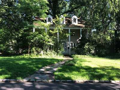 Nassau County Single Family Home For Sale: 18 North Clover Dr