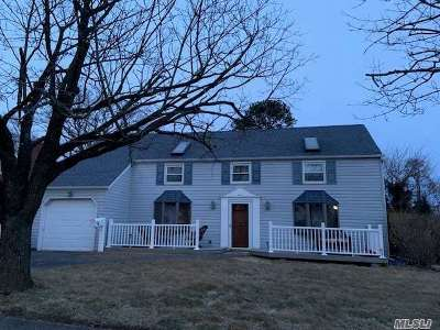 Central Islip Single Family Home For Sale: 12 Cloverlook Ln
