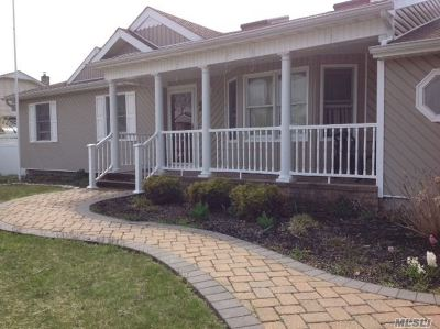 Holtsville Single Family Home For Sale: 20 Mary Lu Dr