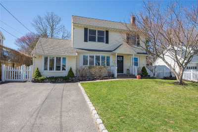 E. Northport Single Family Home For Sale: 7 Topland Pl