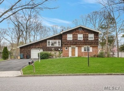 Hauppauge Single Family Home For Sale: 43 Gaymor Rd