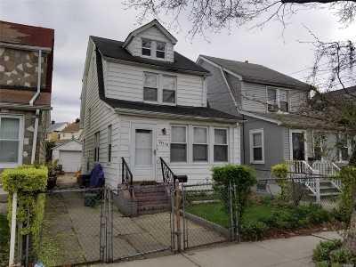 Single Family Home For Sale: 213-15 Nashville Blvd