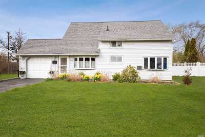 Hicksville Single Family Home For Sale: 39 Bridle Ln