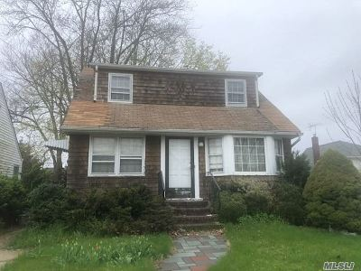 Queens County, Nassau County Single Family Home For Sale: 2346 S Seamans Neck Rd