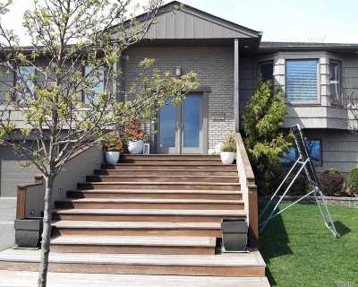 Lido Beach Single Family Home For Sale: 179 E Lagoon Dr