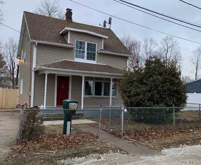 Central Islip Single Family Home For Sale: 2 E End Ave
