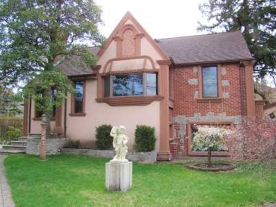 Single Family Home For Sale: 241 Main St