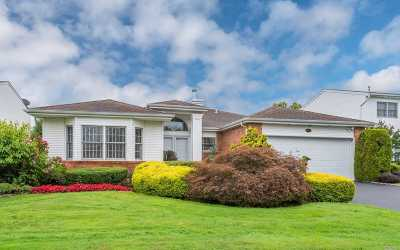 Commack Single Family Home For Sale: 105 Fairway View Dr