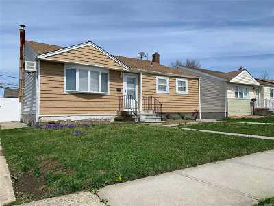 Single Family Home For Sale: 74 Howard Ave