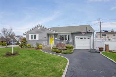 Wantagh Single Family Home For Sale: 3161 Cherrywood Dr