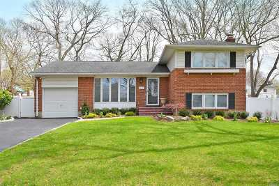 Commack Single Family Home For Sale: 7 Putnam Ct