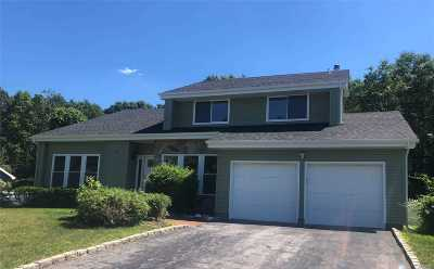 Commack Single Family Home For Sale: 59 Timber Ridge Dr