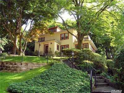 Port Washington Single Family Home For Sale: 37 Crescent Rd