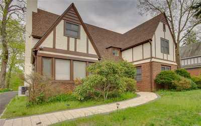Kew Gardens, Kew Garden Hills, Forest Hills, Rego Park, Cedarhurst, Fresh Meadows, Great Neck, Lawrence Single Family Home For Sale: 73 Bayview Ave