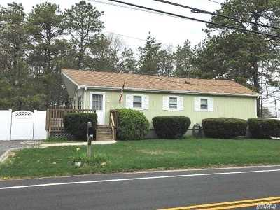 Manorville Single Family Home For Sale: 460 Railroad