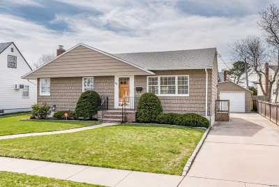Seaford Single Family Home For Sale: 4018 Maywood Dr