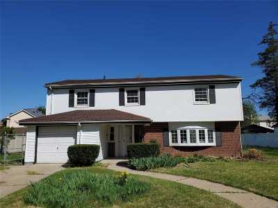 Hempstead Single Family Home For Sale: 15 Greenlawn Ct