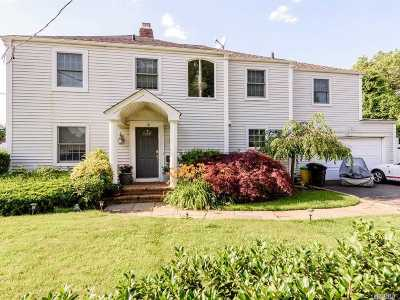 Woodmere Single Family Home For Sale: 142 Combs Ave