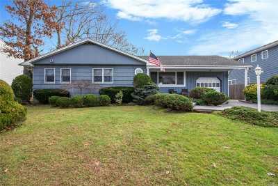 Huntington Single Family Home For Sale: 58 Shady Ln