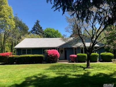 Huntington Single Family Home For Sale: 6 Bryant Dr