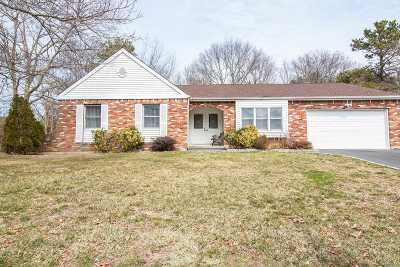Bohemia Single Family Home For Sale: 31 Buckingham Ln